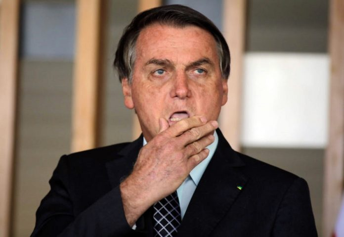 Bolsonaro suspende compra de seringas para vacinação contra Covid-19